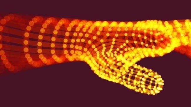 Arm in leuchtender Polygon-Optik