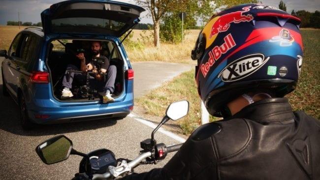 Stefan Bradl hinter dem Kamerawagen von Aspekteins