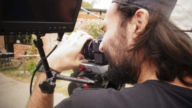 Kameramann Moritz Bauer während des Drehs