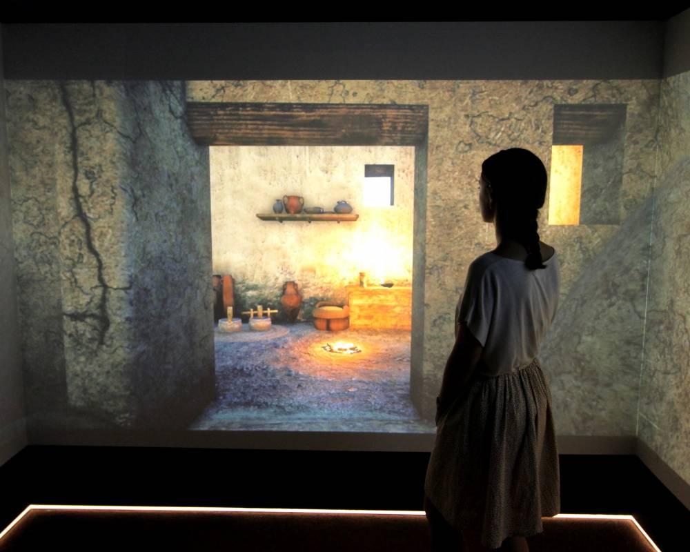 Die 3D-Grafiken der iberischen Siedlung Ullastret werden in einer CAVE-Environment auf die Wände projiziert